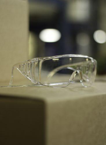 chem010_safetyglasses